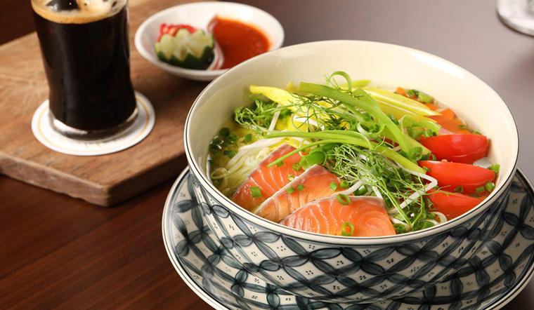 Cá hồi áp chảo ăn mãi cũng ngán, thử ngay món bún cá hồi thơm ngon này nhé