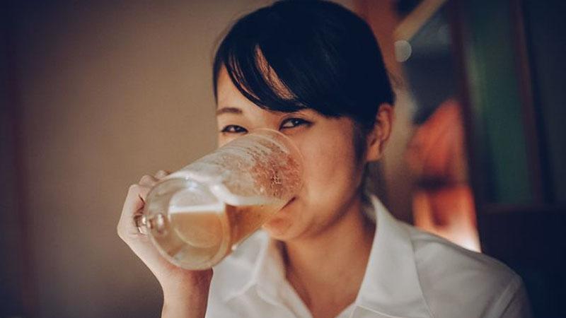Uống một cốc bia mỗi ngày ước tính giảm 40% nguy cơ sỏi thận