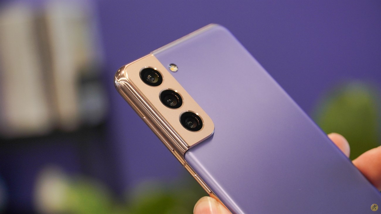 Phần kim loại bên ngoài tạo nên sự 'khác bọt' cho Samsung Galaxy S21 5G