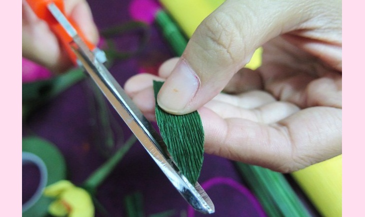 Làm lá – Làm đồ trang trí Tết bằng giấy nhún