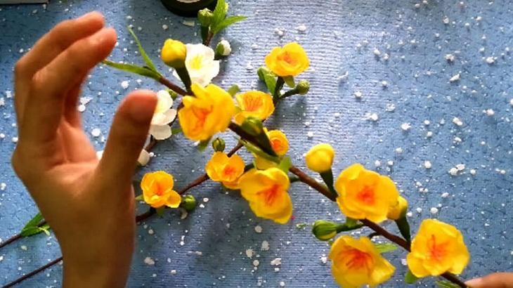 Cách làm hoa mai giấy trang trí ngày Tết cực đơn giản