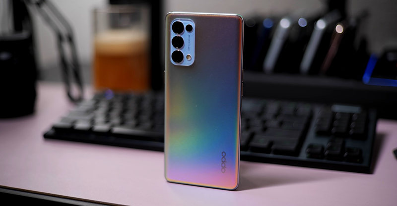 Reno5 Pro 5G has an attractive back