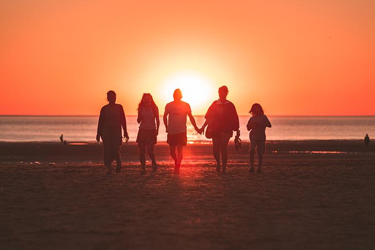 gia đình luôn mang lại những tiếng cười và niềm hạnh phúc