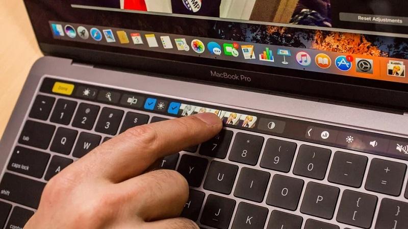 Microsoft 'đá đểu' thanh cảm ứng Touch Bar trên MacBook Pro: Sao màn hình không cảm ứng luôn đi?
