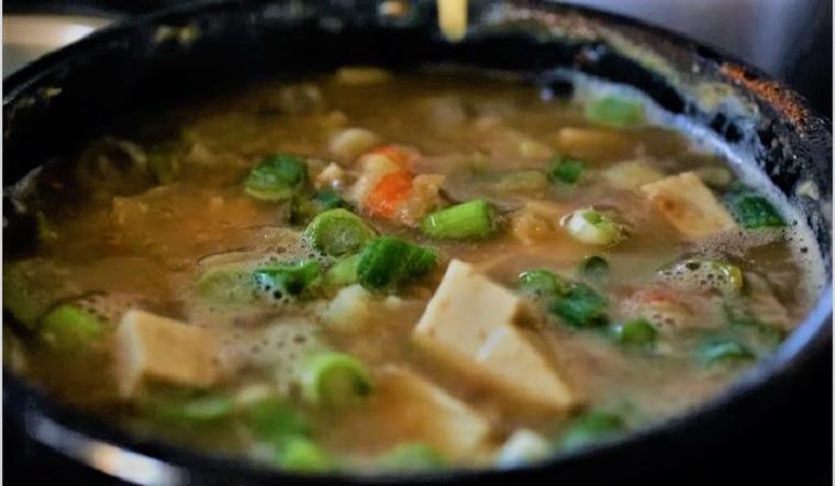 """Cách nấu canh tương đậu """"doenjang jjigae"""" đúng điệu Hàn Quốc"""