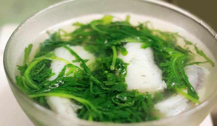 Vào bếp làm ngay món canh cá khoai tần ô thơm phức cho ngày se lạnh nhé