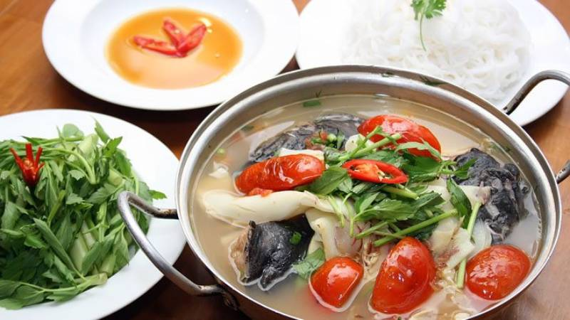 Lẩu cá bông lau chua ngọt