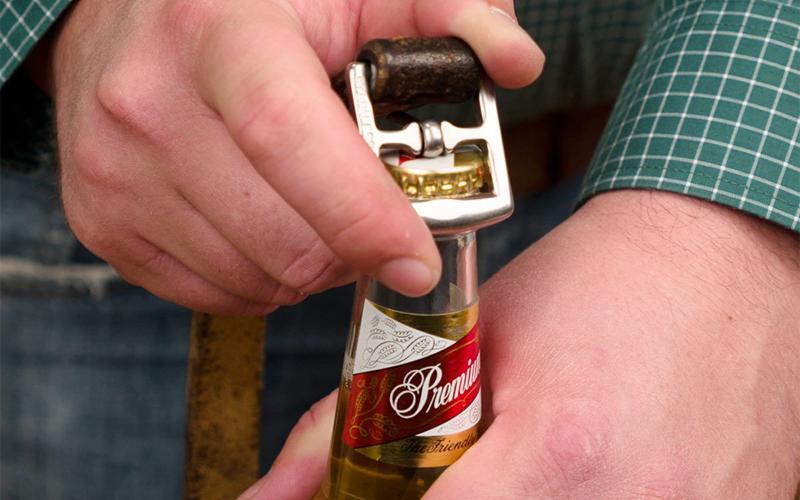 Khui bia bằng thắt lưng