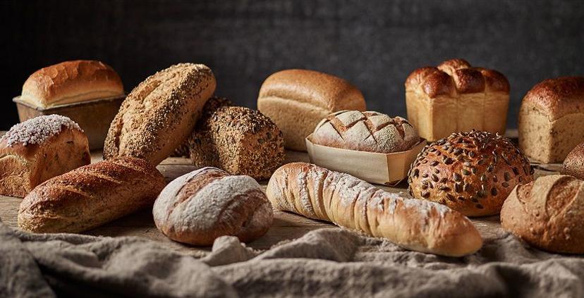 Ăn cơm hoặc bánh mì