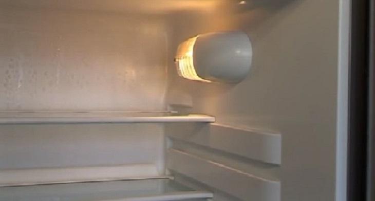 Đèn sáng nhưng tủ lạnh không chạy