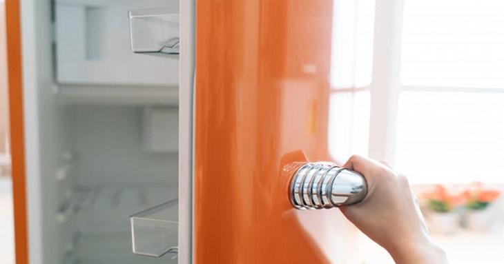Đèn tủ lạnh không sáng có thể là do nguồn điện