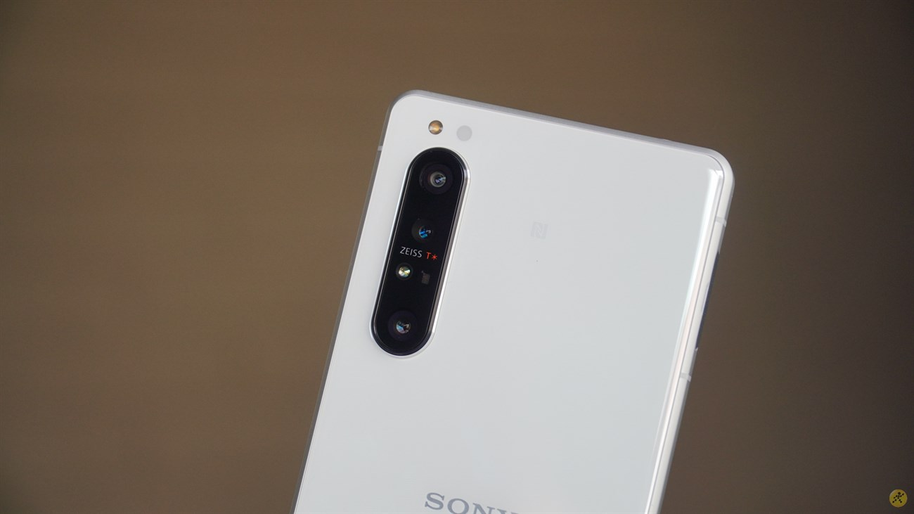 Rest assured that the Sony Xperia 1 II camera cluster is not very protruding.
