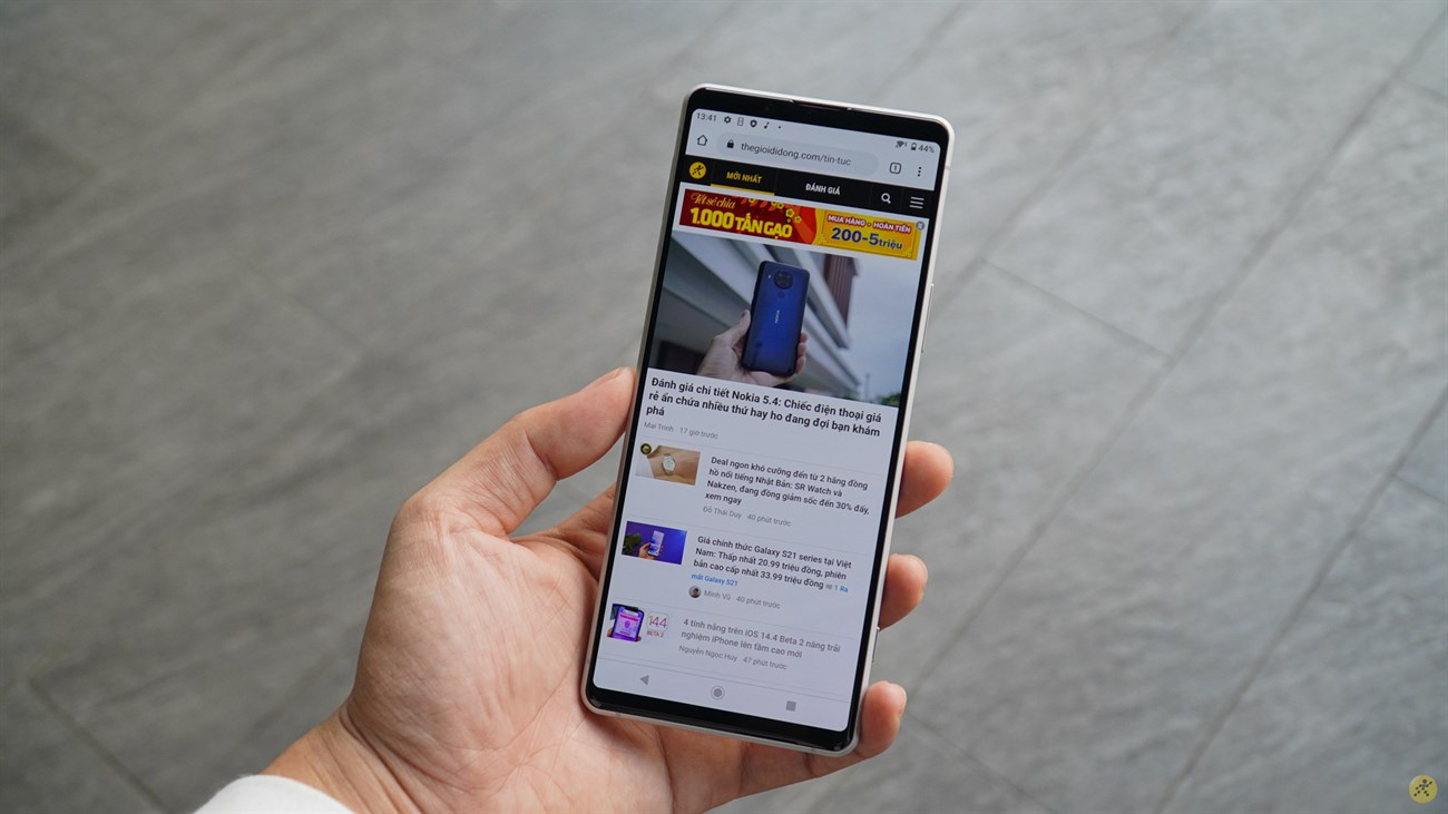 Although still keeping the upper and lower chin design, the Sony Xperia 1 II is better than me