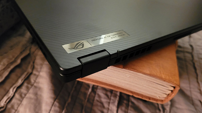 A gaming device as thin and light as the Flow X13 is also difficult to avoid high temperatures