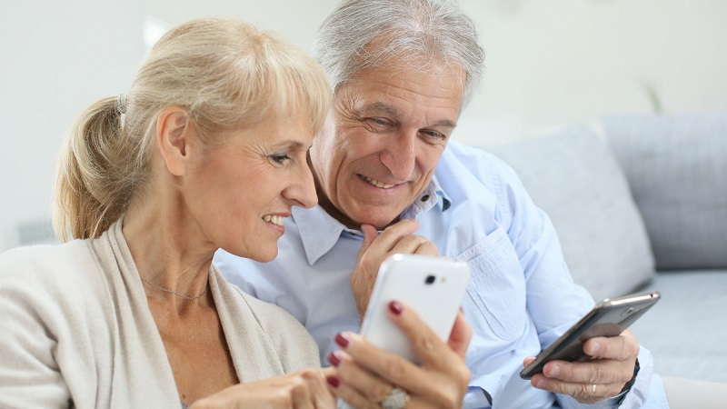 Smartphone cho người lớn tuổi