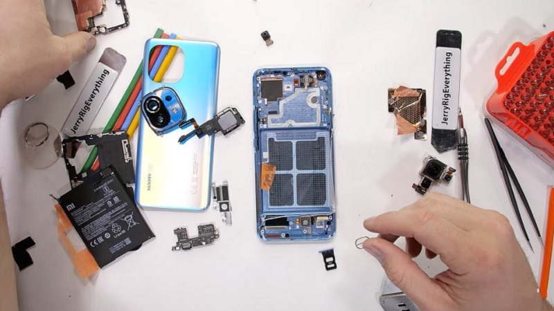 Video 'mổ bụng' Mi 11: Cụm camera không chỉ làm từ kính
