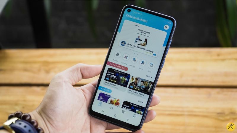 Mua điện thoại gì với 3.7 triệu tiền lì xì? Mua ngay Galaxy A11 với thiết kế 'nốt ruồi' thời thượng rẻ nhất của Samsung