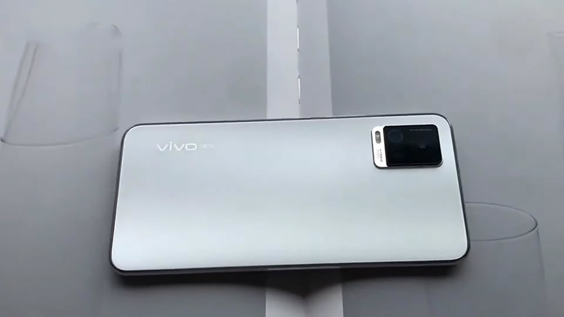 Vivo S9 has a 64 MP primary sensor that helps you take beautiful and sharp photos