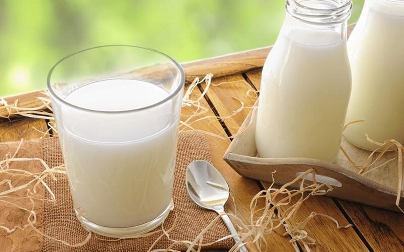 Rửa mặt bằng sữa tươi có đường được hay không?