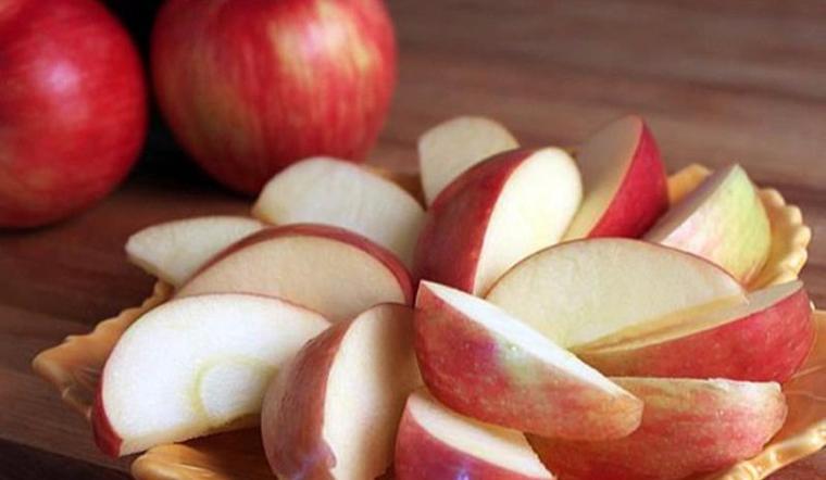 Ăn táo lâu nay nhưng bạn đã biết cách gọt táo trắng giòn, không thâm hay chưa?