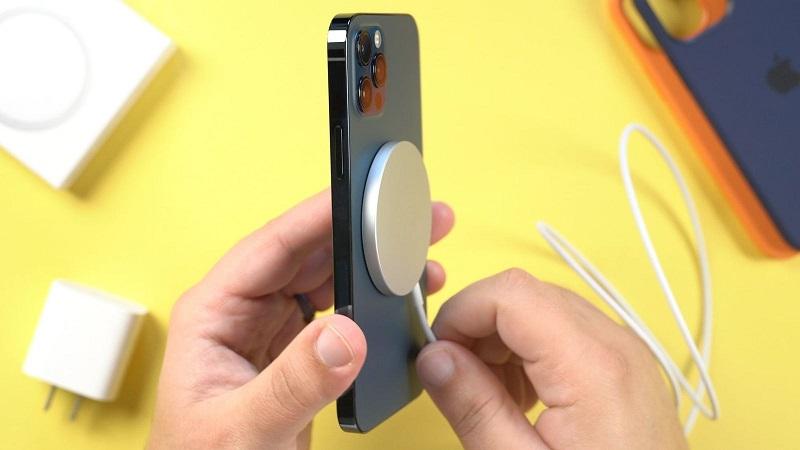 Apple có thể bỏ cổng sạc Lightning trên iPhone thế hệ mới nhưng sẽ không chuyển qua cổng USB-C mà là MagSafe