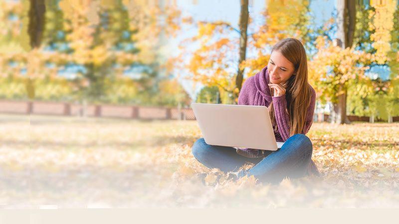 Lenovo Yoga Slim 7 có thiết kế phong cách và sang trọng được chế tạo từ nhôm cao cấp. Với thiết kế bản lề mở 180 độ linh hoạt cho việc họp nhóm hay trao đổi thông tin với mọi người.