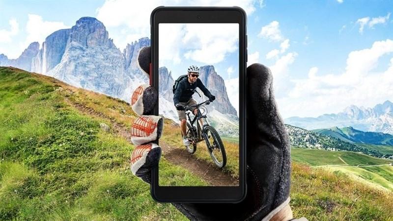 Smartphone siêu bền Galaxy Xcover 5 ra mắt: Dùng chip Exynos 850, chống nước IP68 và có thể trở thành bộ đàm