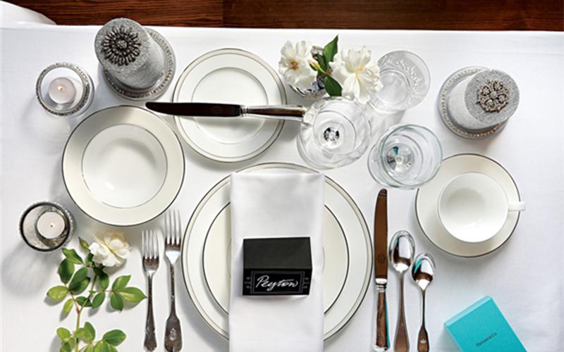 Cách sắp xếp muỗng nĩa trước khi ăn