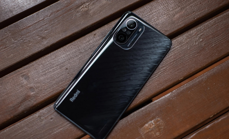 The looks of the Xiaomi Redmi K40 and K40 Pro duo are similar.