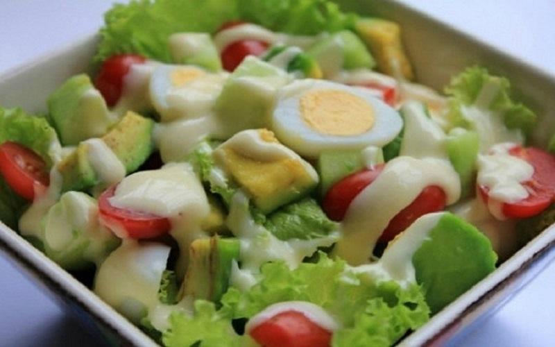 Thành phẩm salad bơ với trứng
