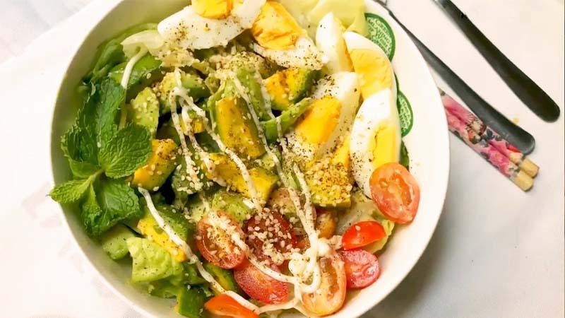 Salad bơ với trứng