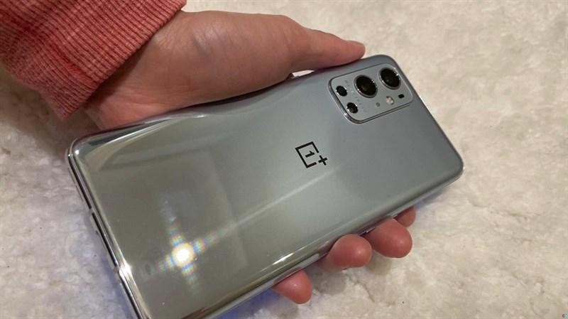 Người dùng yên tâm đi, OnePlus 9 sắp ra mắt vừa được xác nhận sẽ có bộ sạc đi kèm bên trong hộp đựng