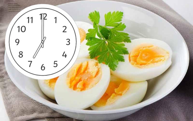 trứng gà luộc với ngải cứu | Món Miền Trung