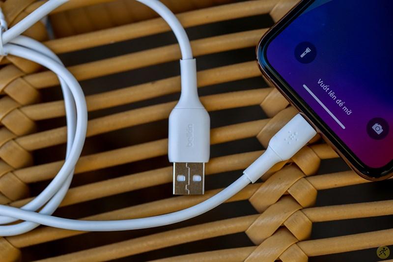 CAA001 là dây sạc USB A - C được trang bị MFI