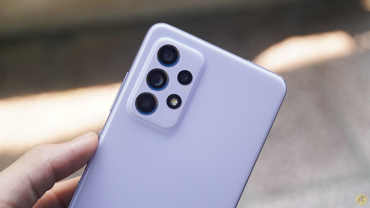 Thiết kế cụm camera phía sau không quá là độc đáo nhưng lại khá là đẹp mắt