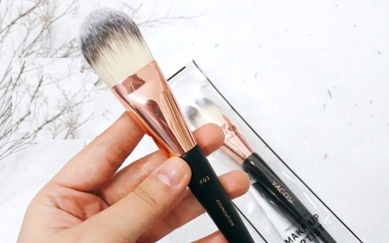 Cọ tán nền Vacosi Foundation Brush F03