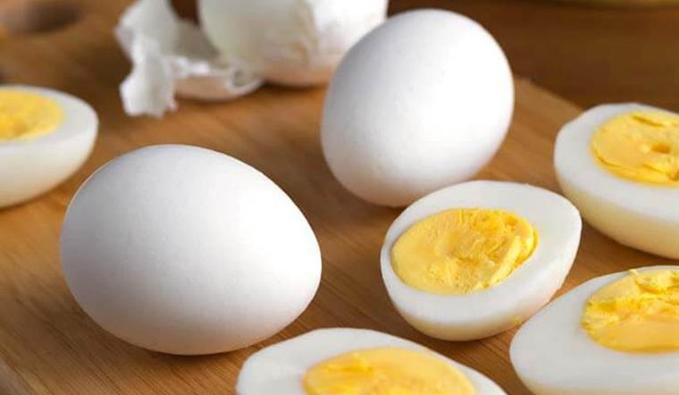 Luộc trứng với thứ này, từ trẻ em tới người cao tuổi ăn vào đều tốt hơn gấp nhiều lần