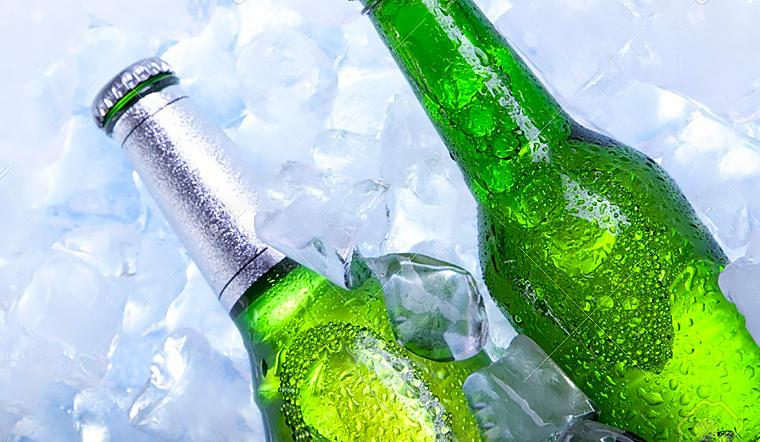 Trời nắng nóng, đây là cách làm lạnh đồ uống trong 1 phút 30 giây mà không cần tủ lạnh
