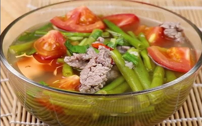 Canh rau muống với thịt