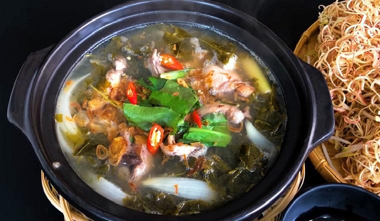 Cách nấu lẩu ếch lá giang với thịt ếch dai ngon không bị tanh