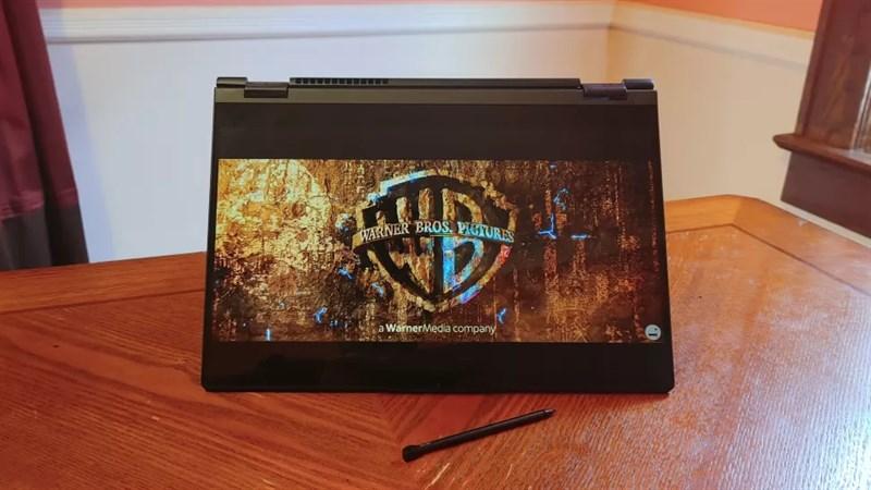 Lenovo ThinkBook 14S Yoga có thể xoay bản lề 360 độ mang đến nhiều cách sử dụng khác nhau.