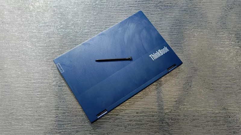 Thiết kế đẹp và tối giản của Lenovo ThinkBook 14S Yoga.