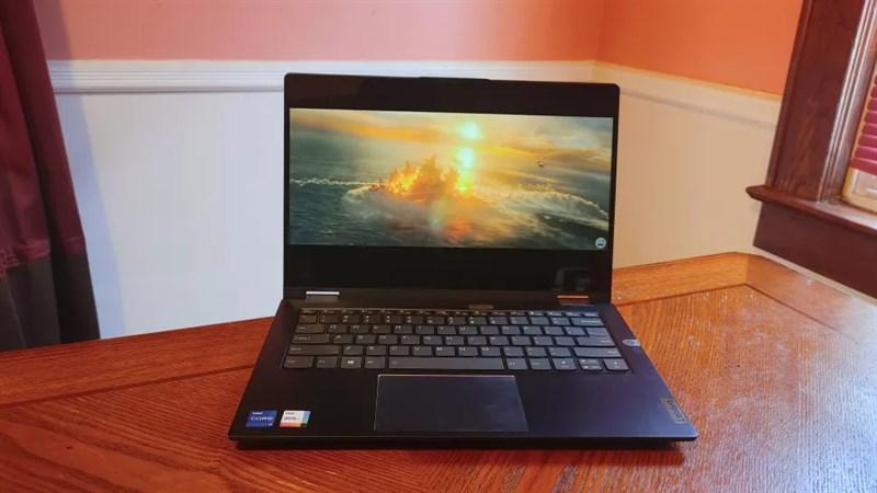 Màn hình hiển thị chi tiết và chính xác trên Lenovo ThinkBook 14S Yoga.