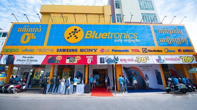 Bluetronics có số lượng cửa hàng và doanh số lớn nhất tại Campuchia, Thế Giới Di Động chuẩn bị tiến ra thị trường ASEAN