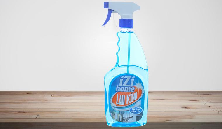 Lau sạch bong kiếng sáng bóng nhanh chóng với nước lau kính IZI HOME