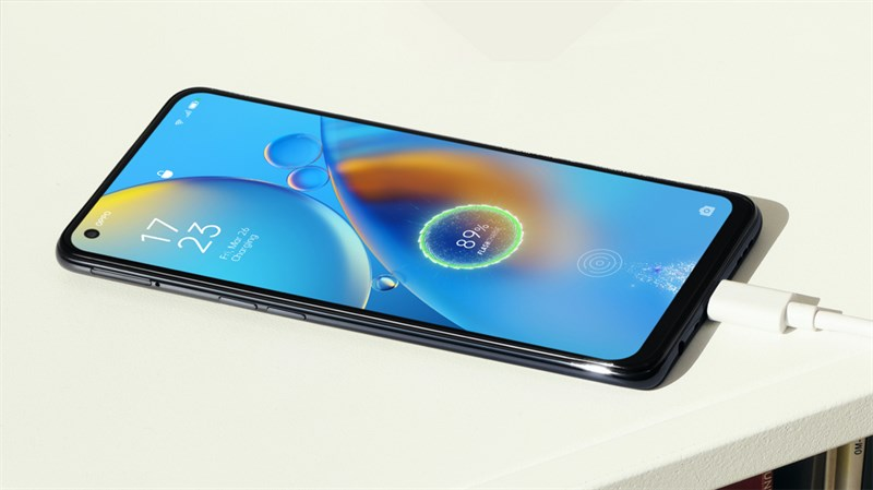 Our OPPO A74 4G is equipped with a 5,000 mAh battery that is enough to comfortably use continuously with heavy to basic tasks such as surfing Facebook, surfing the web, watching movies, recording movies, taking photos of all types and level up MMORPGs all day long.