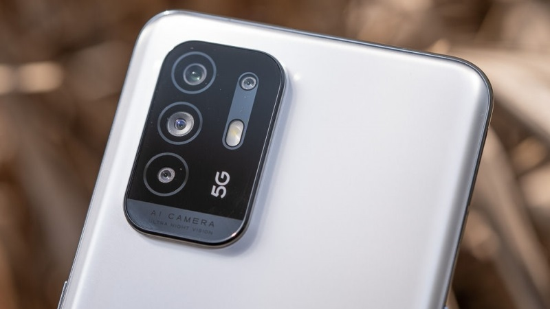 OPPO F19 Pro+ 5G có đến bốn camera sau, trong khi OPPO A95 5G chỉ có ba camera sau