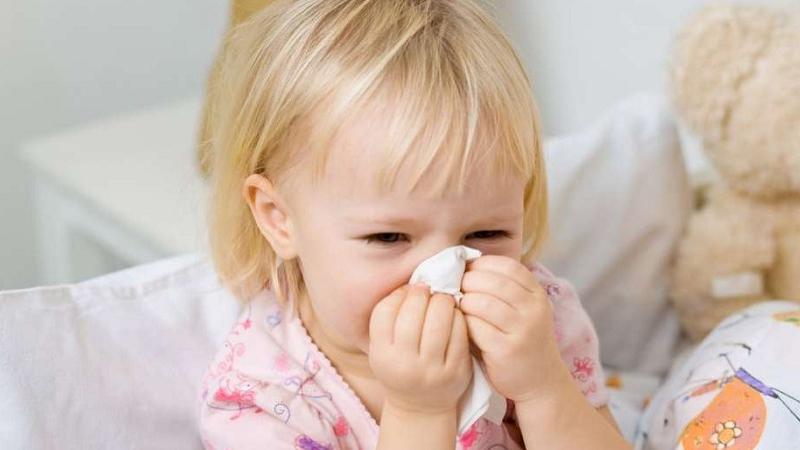 Cách phòng tránh nghẹt mũi cho bé