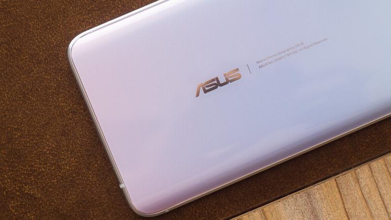 Smartphone nhỏ gọn ASUS ZenFone 8 Mini đạt chứng nhận TÜV SÜD, hỗ trợ sạc nhanh 30W và dự kiến dùng chip Snapdragon 888