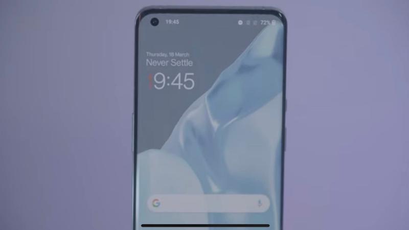 OnePlus 9 sở hữu màn hình có thiết kế đục lỗ. (Nguồn: Techradar).